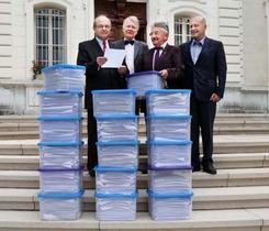 Assurance maladie : 33.500 pétitions remises au Préfet