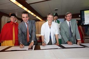 Signature projet projet d�agglom�ration franco-valdo-genevois � lucien fortunati