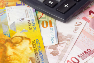 Paiement des salaires en euros © Yong Hian Lim - Fotolia.com