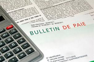 Lire une fiche de salaire en Suisse � Alexi TAUZIN - Fotolia.com