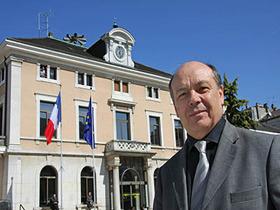 Michel Charrat et les frontaliers soutenus par le maire d'Annemasse